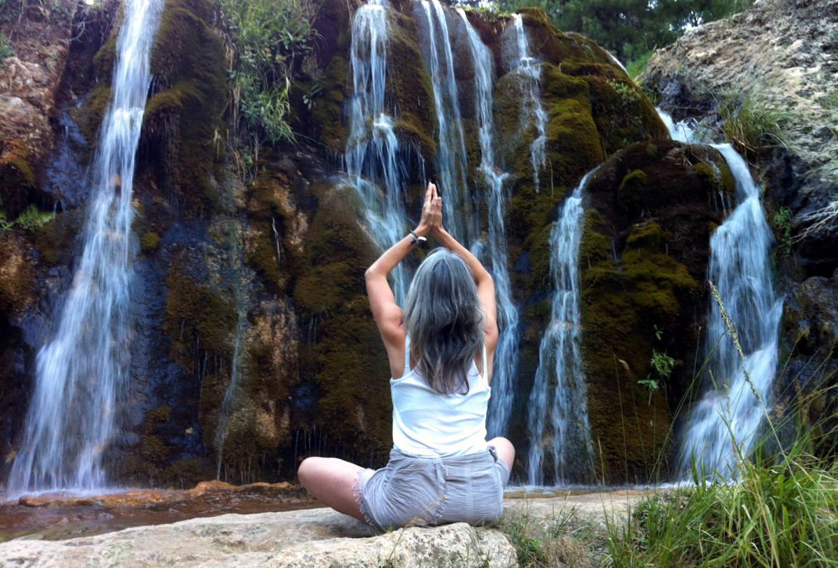 Meditación cascada río Guazalamanco